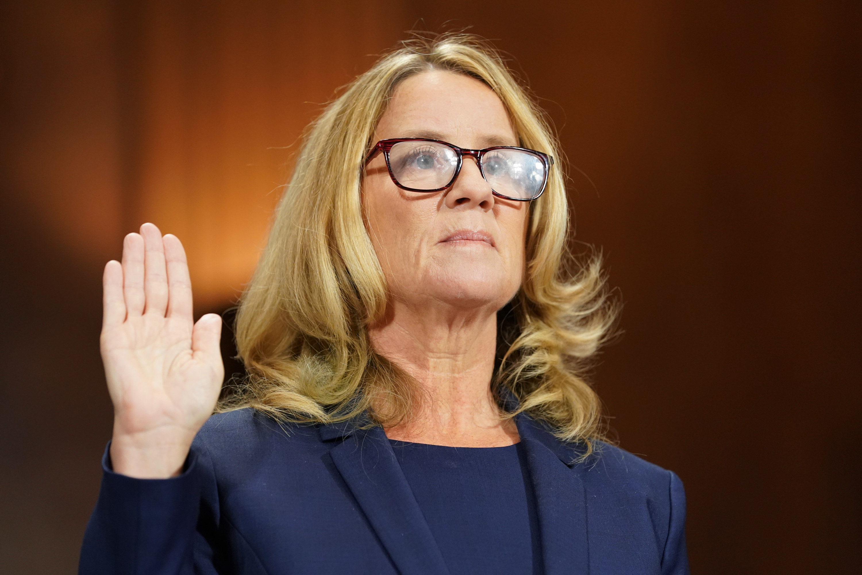 Christine Blasey Ford holding her right hand up to swear to tell the truth before testifying before Congress