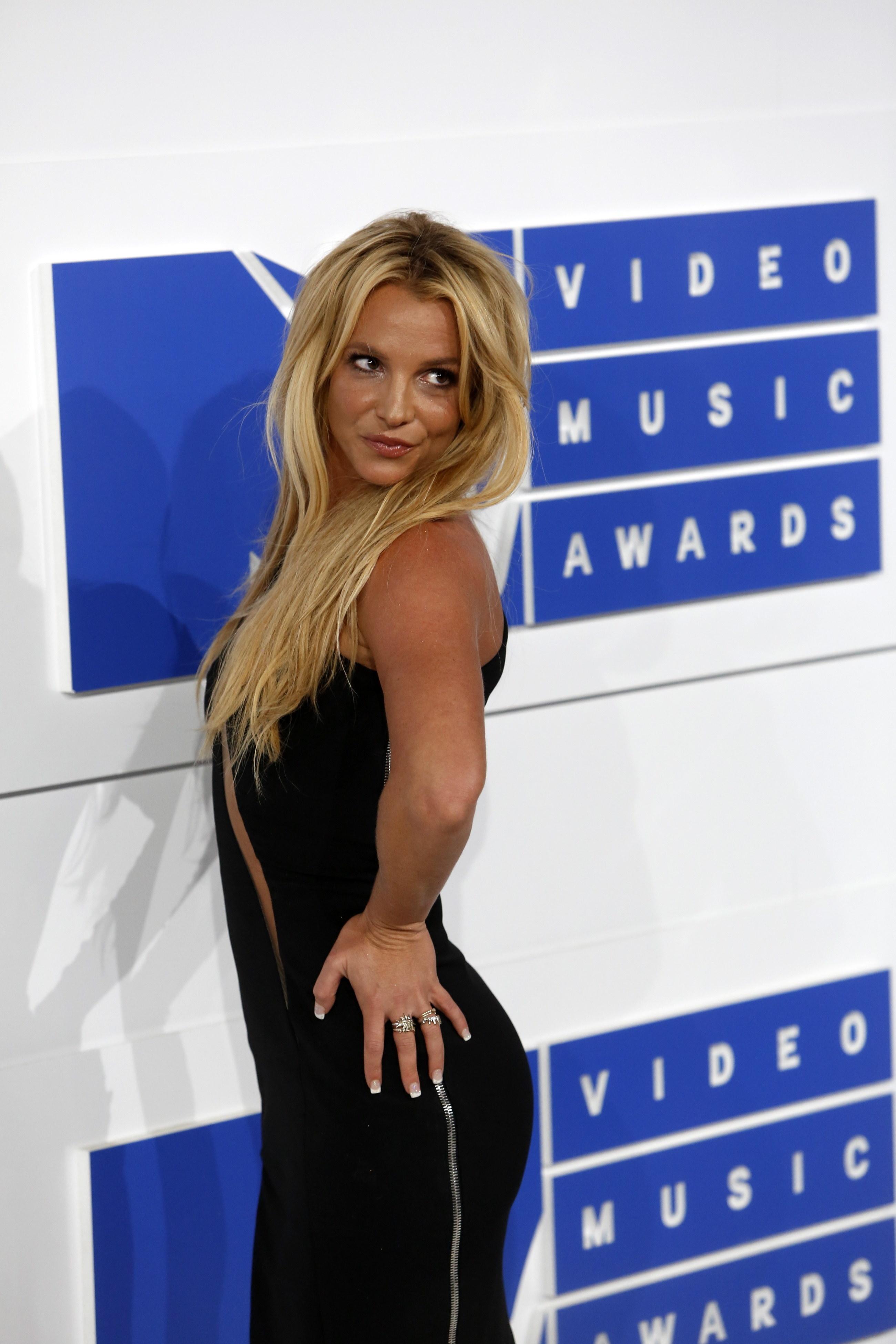 Britney Spears posing at the MTV VMAs