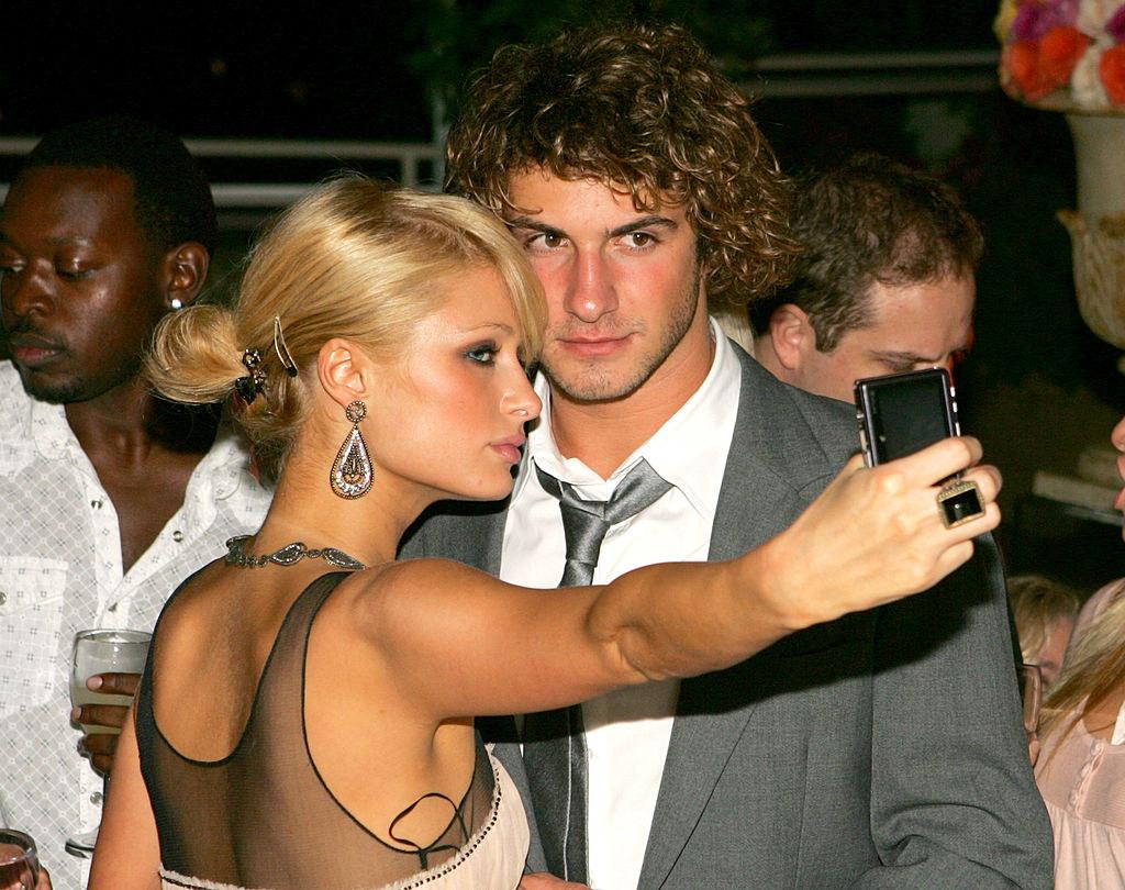 doing a 2006 cellphone selfie