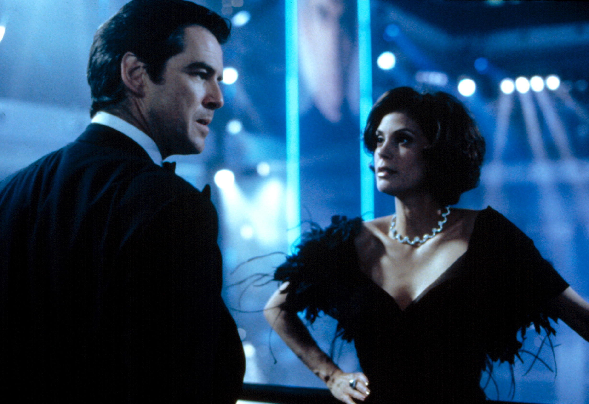 Bond and Paris in a confrontation