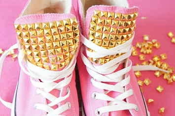 1571d6d664f3 30 DIY Ways To Jazz Up Your Converse Sneakers