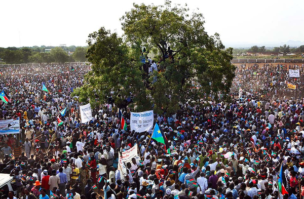 Massive crowds outside Juba, the new capital