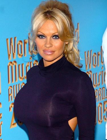 Lisa: Pamela Anderson