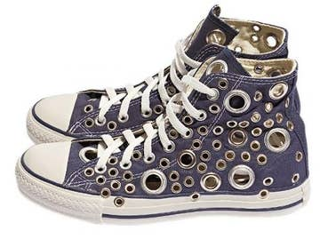 a4fdd24258fc 30 DIY Ways To Jazz Up Your Converse Sneakers