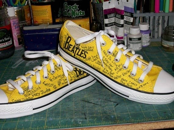 2167ac7250a284 30 DIY Ways To Jazz Up Your Converse Sneakers