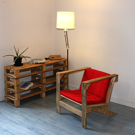 Another Example of a Wooden Pallet Bookshelf