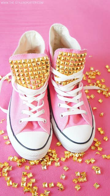 00f1d5c802a1 30 DIY Ways To Jazz Up Your Converse Sneakers