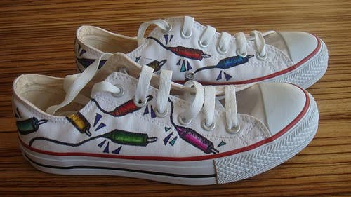 8efacfc78ad3 30 DIY Ways To Jazz Up Your Converse Sneakers