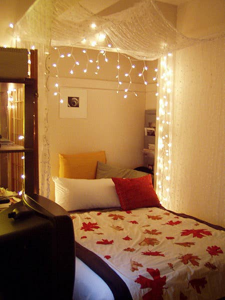 Awesome StringLight DIYs For Any Occasion - Icicle lights in bedroom