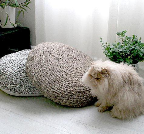 Crochet a pouf.
