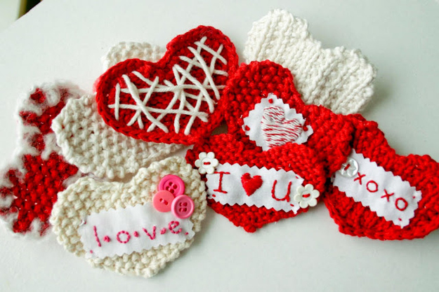 Hand-knit some valentines.