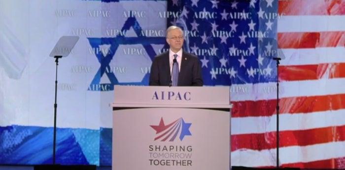 AIPAC President Michael Kassen addresses the group Sunday.