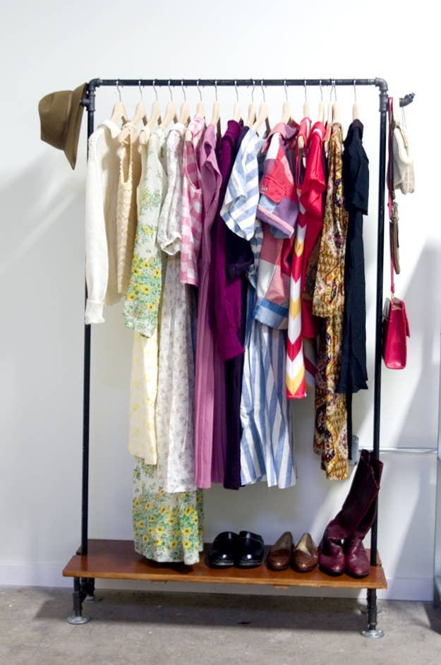 You can put frequently worn items like cardigans and coats here, or choose your favorite dresses to display. Black Oak Vintage's rack is multifunctional: you can store shoes on the bottom shelf, and hang bags and accessories on the hooks.