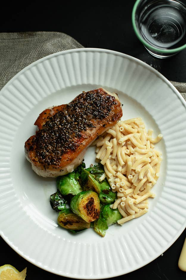 51 healthy weeknight dinners thatll make you feel great easy weeknight pork chops with mac n cheese forumfinder Image collections