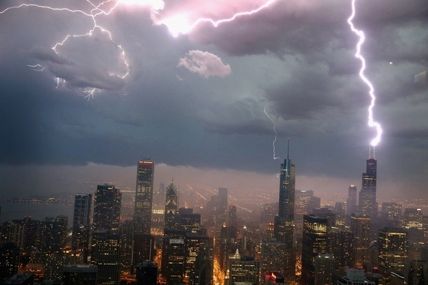 Amazing Photo Of Lightning Striking The Willis Tower In Chicago