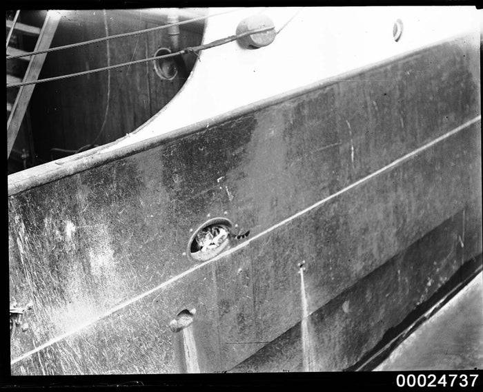 Photograph by Sam Hood. Source: Australian National Maritime Museum.