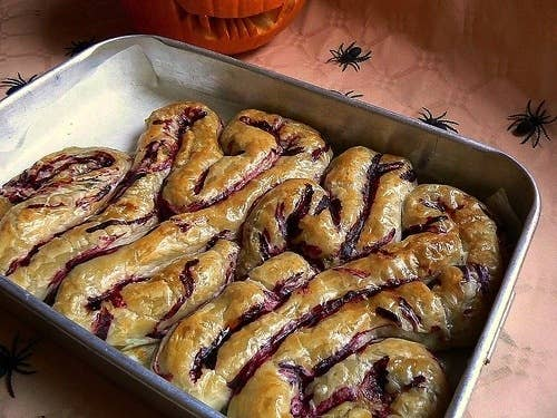 Horrifying zombie themed treats for the ultimate walking dead click here for intestines recipe forumfinder