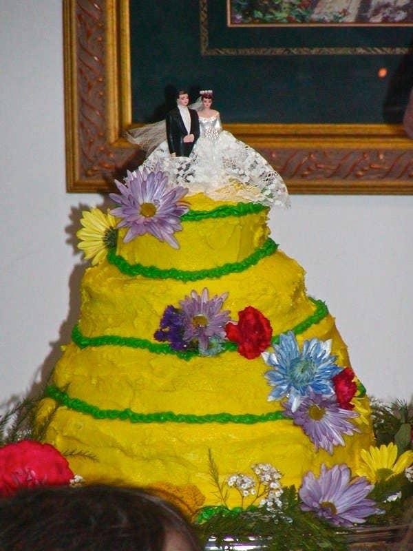 21 Hilarious Wedding Cake Fails