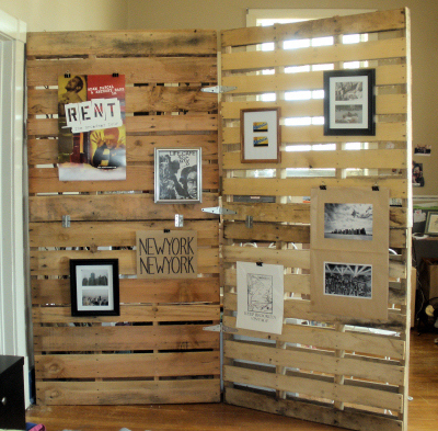 Genial Make A Recycled Wooden Pallet Room Divider That You Can Easily Hang Things  On.