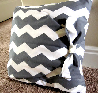 Here\u0027s another no-sew pillow tutorial. & 31 Easy DIY Projects You Won\u0027t Believe Are No-Sew pillowsntoast.com