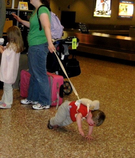 35 ridiculous pictures of children on leashes
