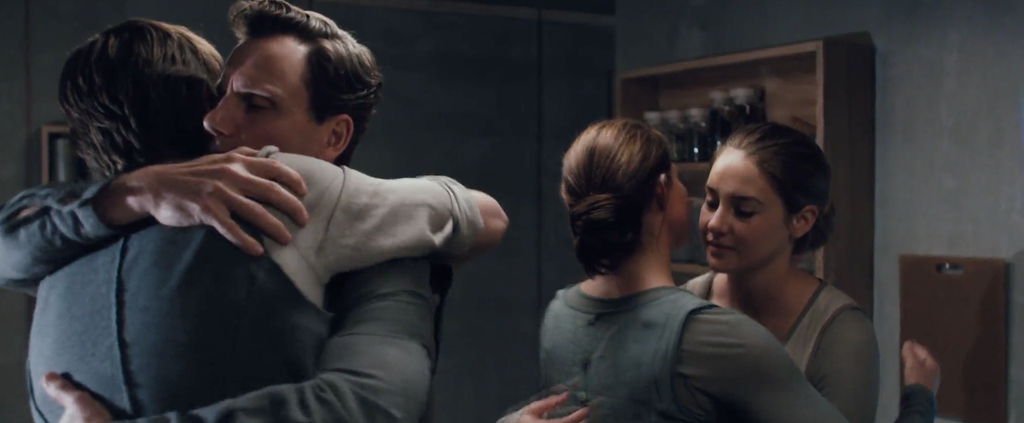 """12 Things In The """"Divergent"""" Footage That Will Make You Freak Out"""