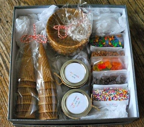 38 best diy food gifts ice cream sundae kit solutioingenieria Choice Image
