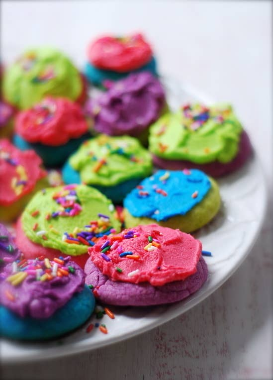 33 Beautiful Things You Can Make With Food Coloring