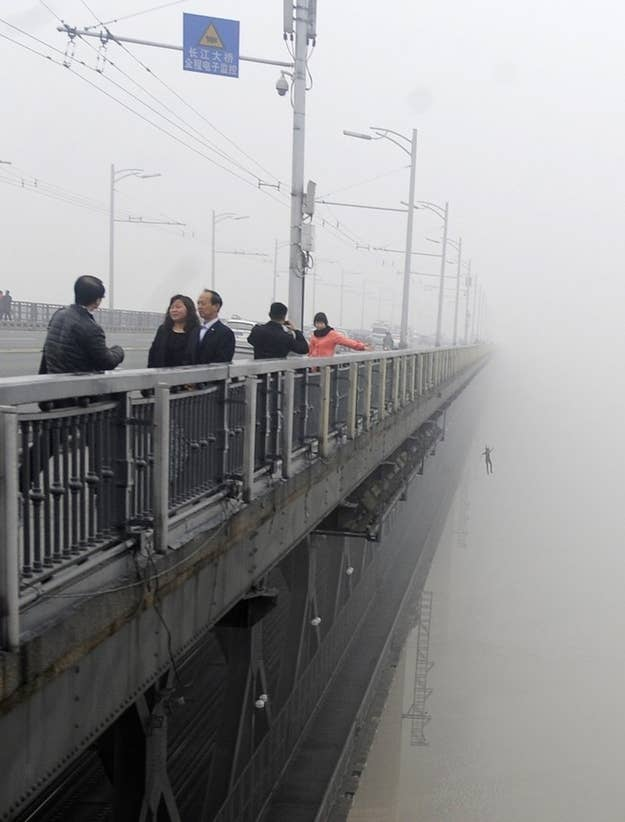 Horrifying Photos Of Couple Jumping Off Bridge In China