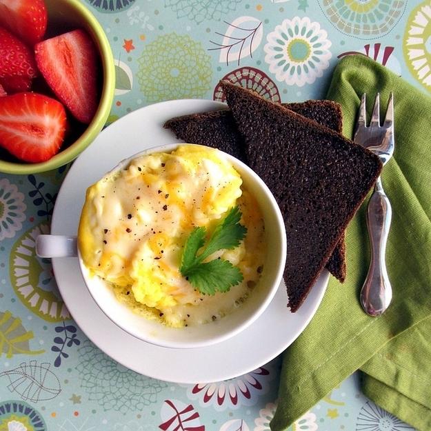 12 maneras sencillas de cocinar huevos en el microondas for Formas de cocinar huevo