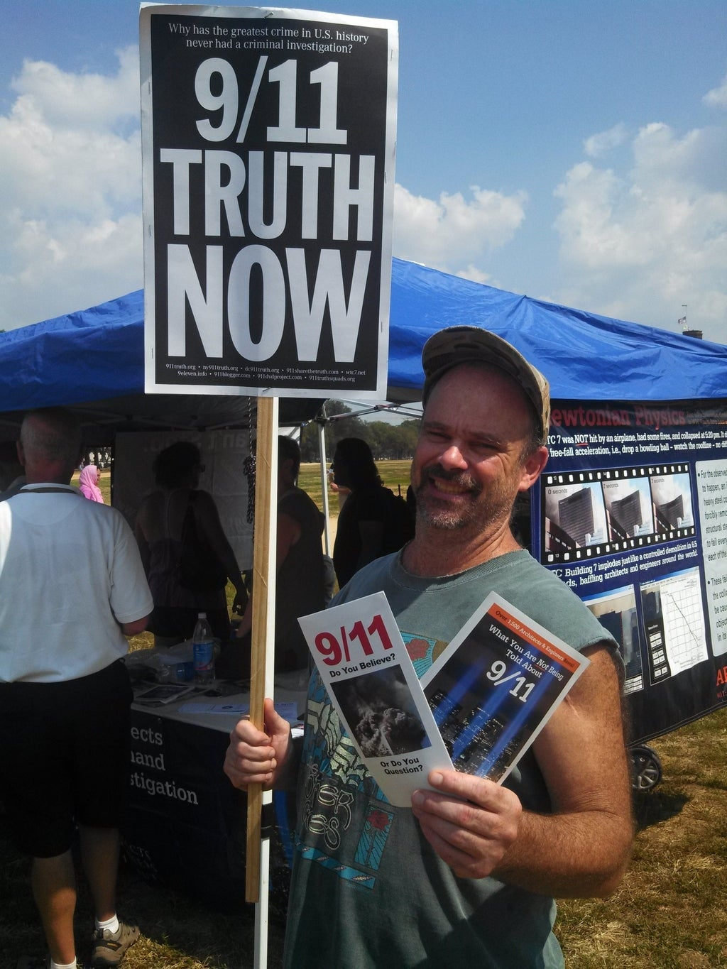 """""""Million Muslim March"""" Actually Just A Handful Of 9/11 Truthers"""
