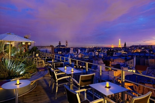 14 awesome outdoor rooftop bars and restaurants in paris. Black Bedroom Furniture Sets. Home Design Ideas