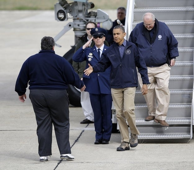 President Obama and FEMA Administrator Craig Fugate step off Airforce One and meet with Governor Christie.