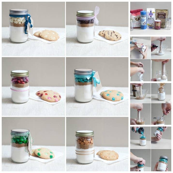 Así tu mamá puede hacer galletas para ella por lo menos una vez. Presiona los ingredientes en cada capa y usa coloridos M&M como una bonita capa final. También puedes pegar la receta a la tapa o meterla en el frasco. Sigue este súper útil tutorial.