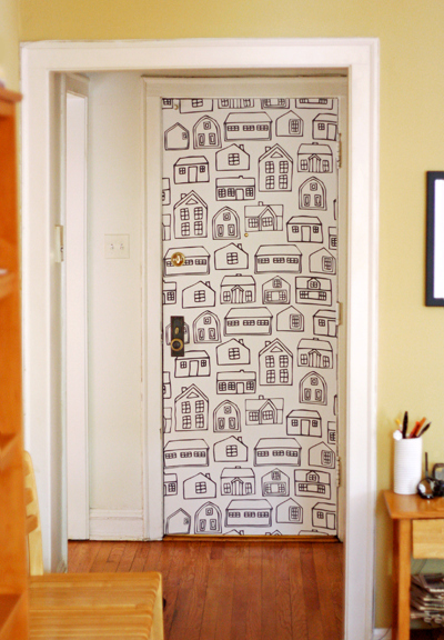 Create temporary wallpaper using fabric and starch.