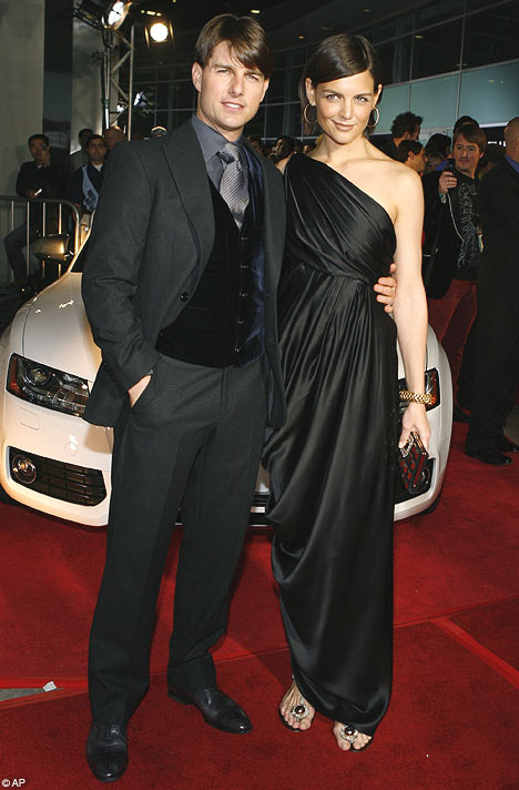7 Photos Of Tom Cruise Pretending To Be Taller Than His Co ...