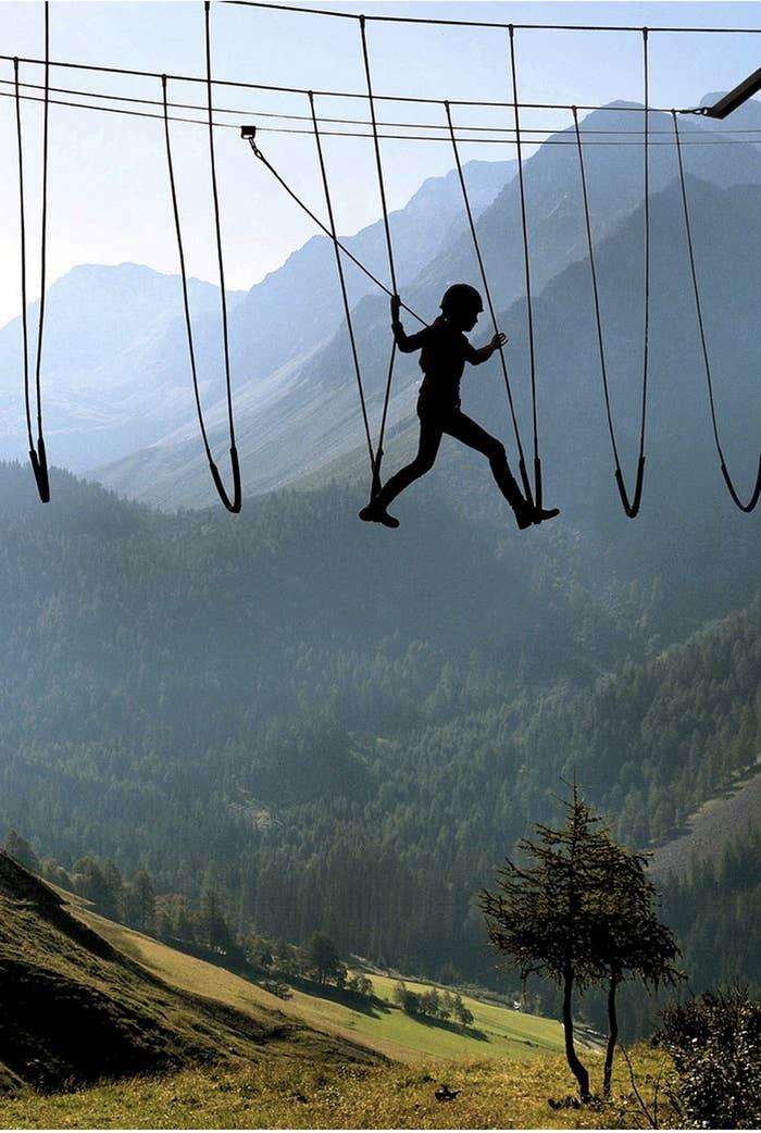 Caminando en el cielo de Los Alpes.Foto por Josef Stuefer