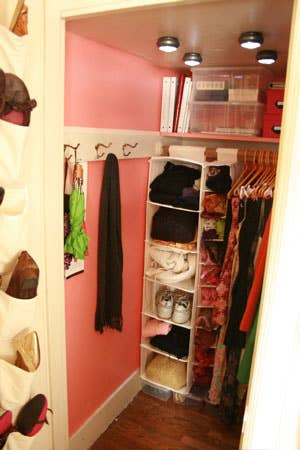 25 Brilliant Lifehacks For Your Tiny Closet