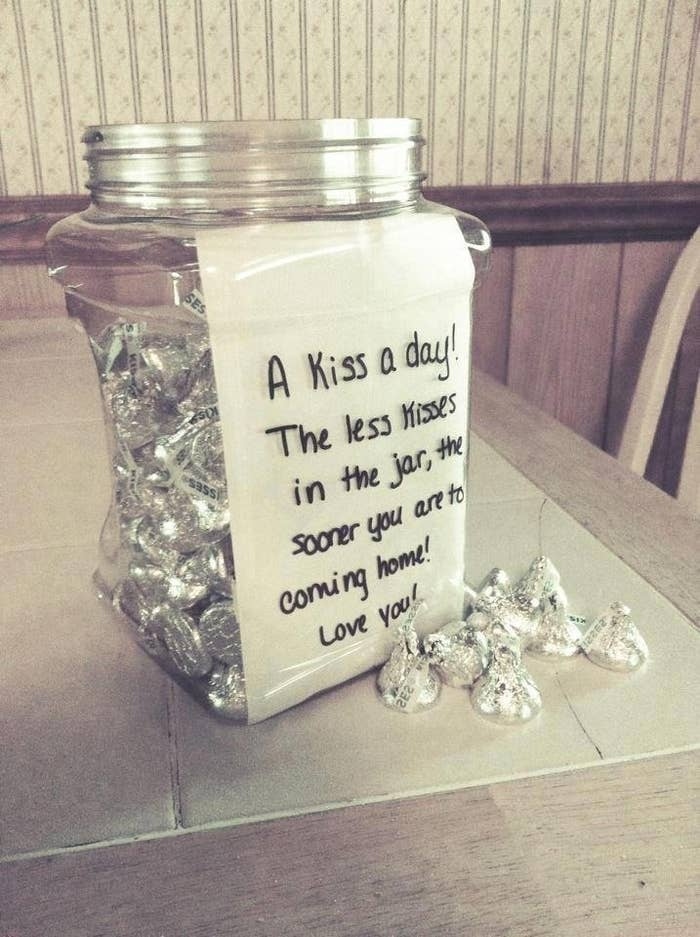 fill a jar with hersheys kisses for a cute countdown gift