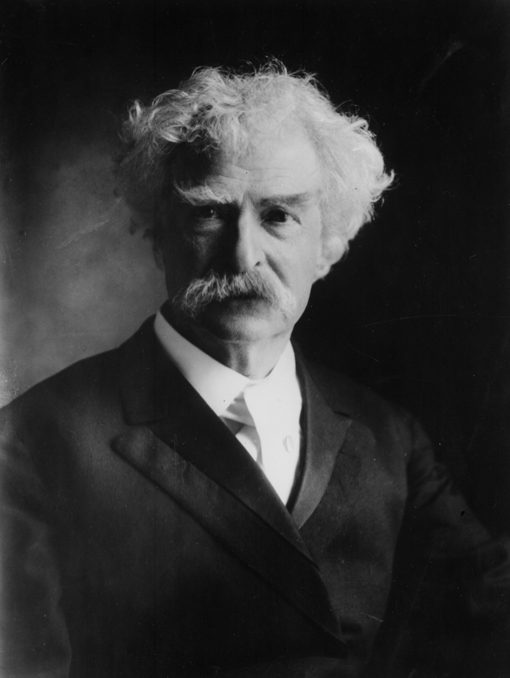 thesis on mark twain Mark twain was born samuel langhorne clemens on november 30, 1835 in florida, missouri he was the sixth child of john marshall clemens, a judge and jane lampton who had no idea they had become parents to what would be one of the most famous personalities in america.