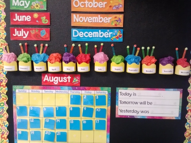 36 clever diy ways to decorate your classroom for Ways to decorate a bulletin board