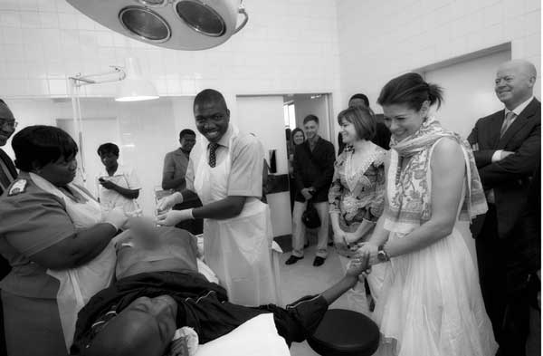 Debra Messing Will Hold Your Hand During Circumcision