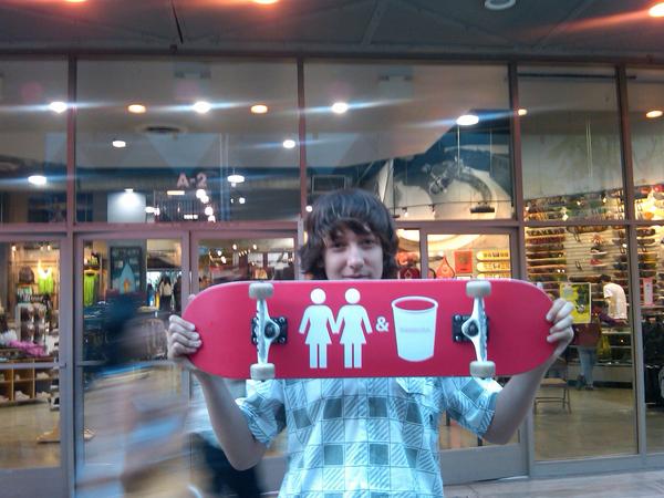 2 Girls, 1 Skateboard