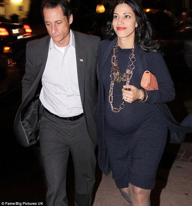 Anthony Weiner Seen With Wife And Baby Bump