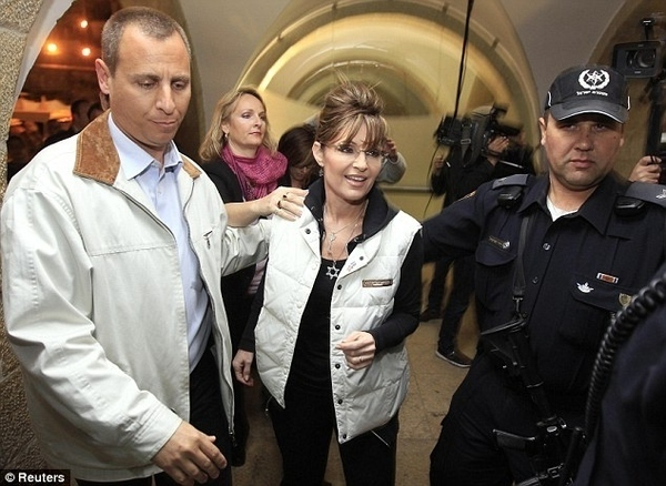 Sarah Palin Wears A Star Of David