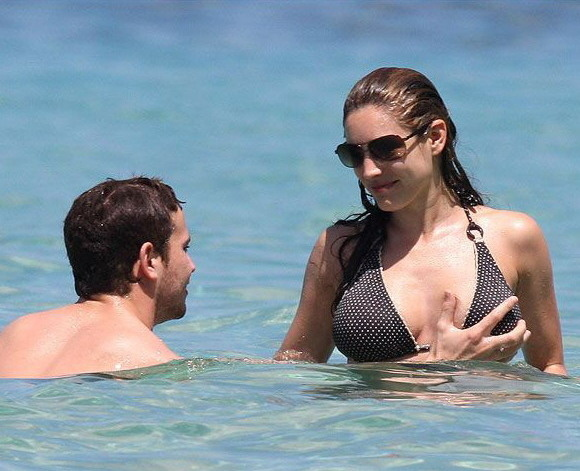 Kelly Brook Getting Her Tit Grabbed