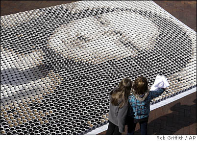 Mona Lisa in 3,604 Cups of Coffee