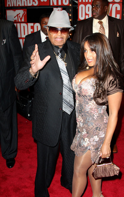 WTF VMA Red Carpet Moment, Joe Jackson Shows Up With Who?!