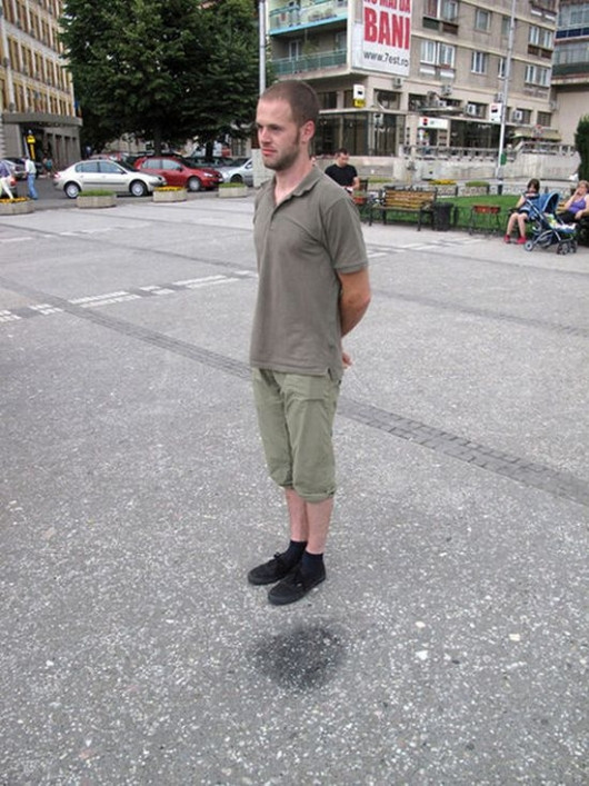 Man Sort Of Pulls Off Optical Illusion