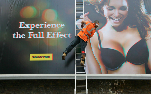 33 DD Wonderbra Billboard
